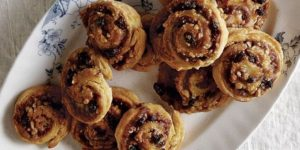 read-it-and-eat-cinnamon-rolls