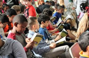 Emerald City Theatre Delivers First of 60,000 Books to CPS 2nd and 3rd Graders